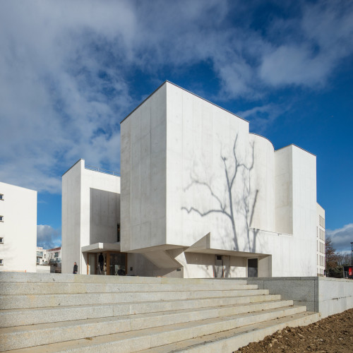 new-church-saint-jacques-alvaro-siza-architecture-public-and-leisure-worship-france_dezeen_2364_col_6