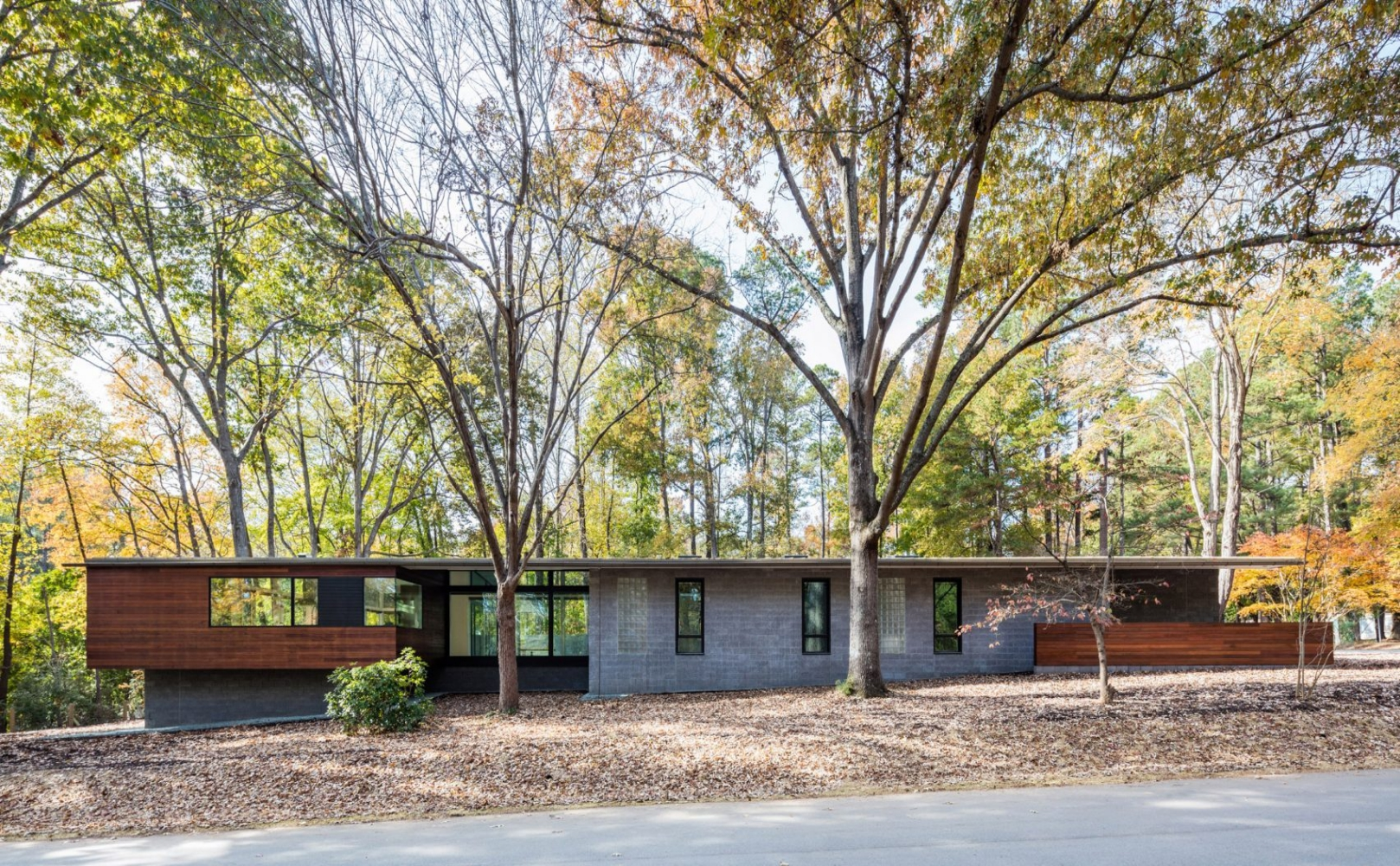 trull-residence-in-situ-studio-architecture-north-carolina-usa_dezeen_2364_hero-1704x959