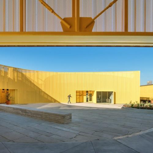 south-los-angeles-high-school-brooks-scarpa-architecture-yellow-california-usa_dezeen_2364_col_3-1704x1137