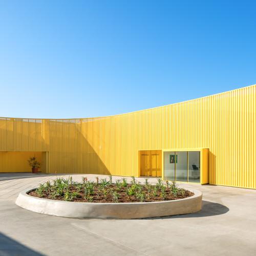 south-los-angeles-high-school-brooks-scarpa-architecture-yellow-california-usa_dezeen_2364_col_4