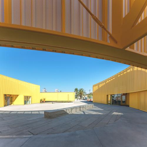 south-los-angeles-high-school-brooks-scarpa-architecture-yellow-california-usa_dezeen_2364_col_6