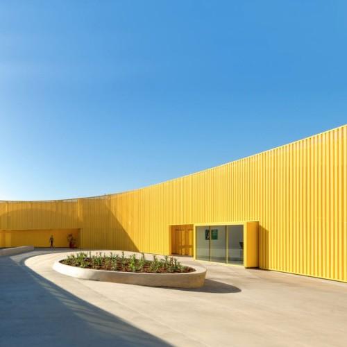 south-los-angeles-high-school-brooks-scarpa-architecture-yellow-california-usa_dezeen_hero-1704x959
