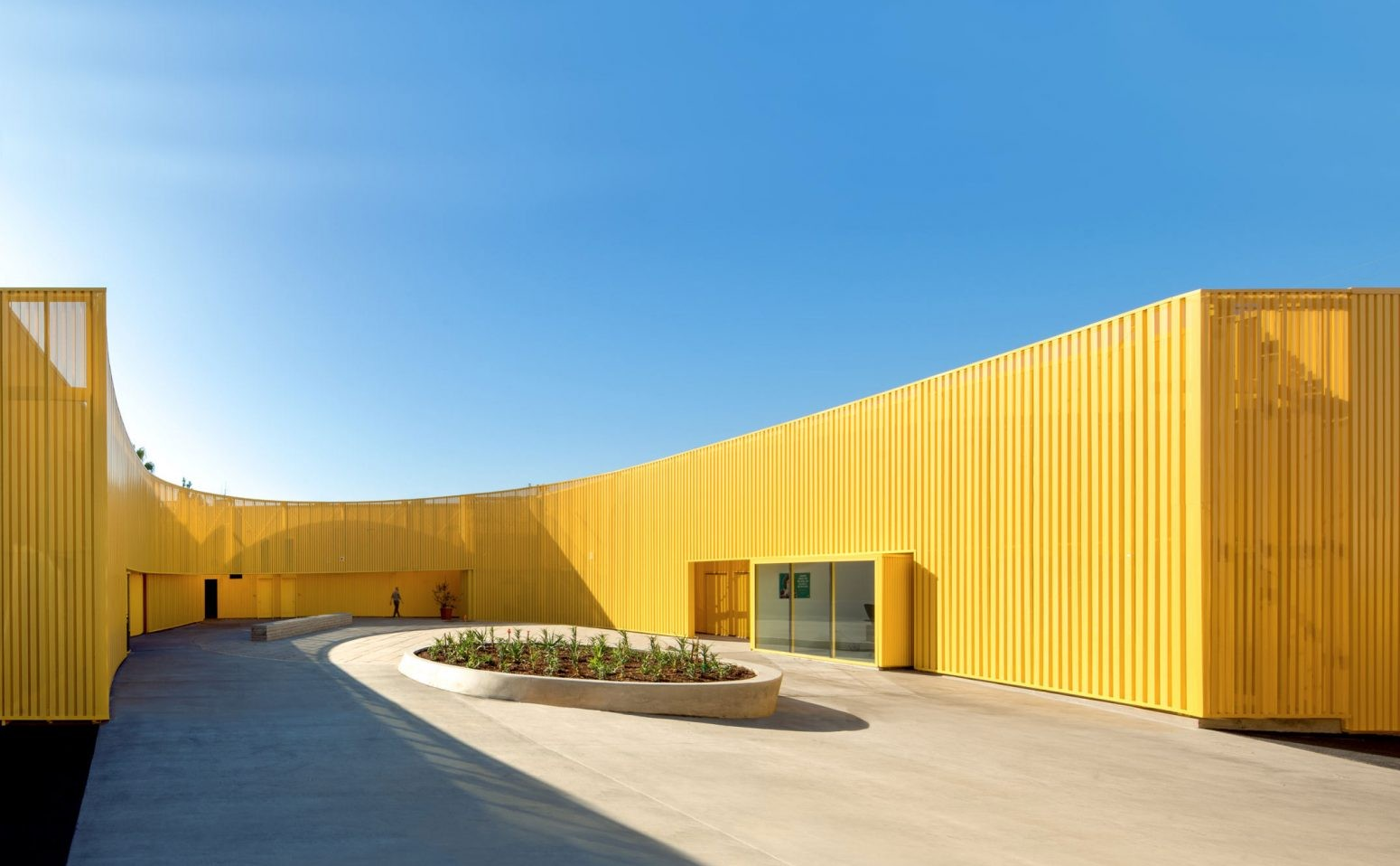 south-los-angeles-high-school-brooks-scarpa-architecture-yellow-california-usa_dezeen_hero-1704x959