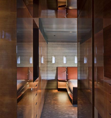 Desert_Courtyard_House_b_-Wendell_Burnette_Architects_dezeen_468_11