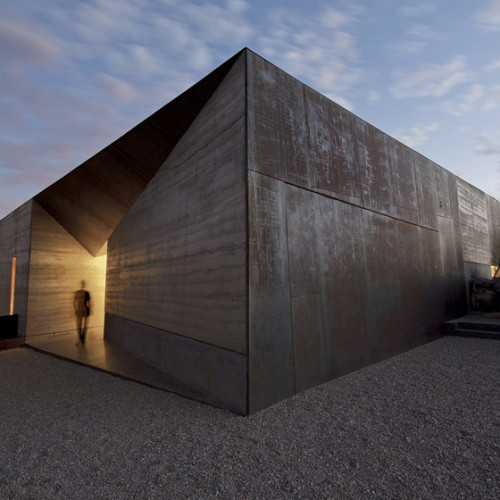 Desert_Courtyard_House_b_-Wendell_Burnette_Architects_dezeen_784_1