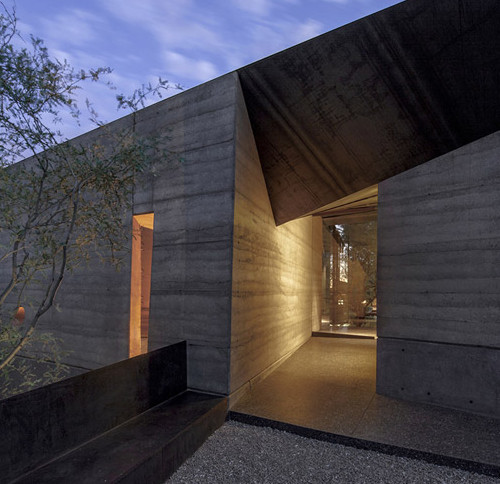 Desert_Courtyard_House_b_-Wendell_Burnette_Architects_dezeen_784_2