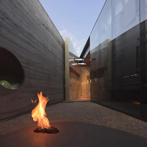 Desert_Courtyard_House_b_-Wendell_Burnette_Architects_dezeen_784_9
