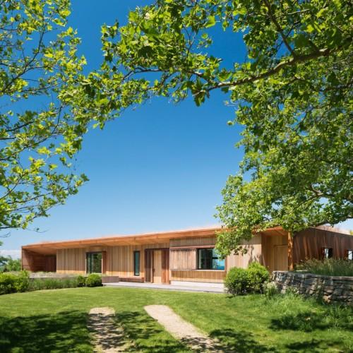 peconic-house-mapos-studio-hamptons-long-island-new-york_dezeen_2364_col_7-1704x1136