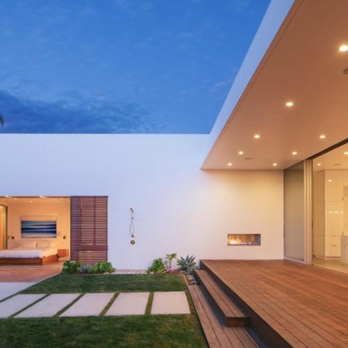 minimalist-urban-residence-anacapa-architecture-california-usa_dezeen_2364_col_8-1704x1136