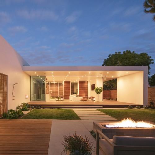 minimalist-urban-residence-anacapa-architecture-california-usa_dezeen_2364_sq-1704x1704