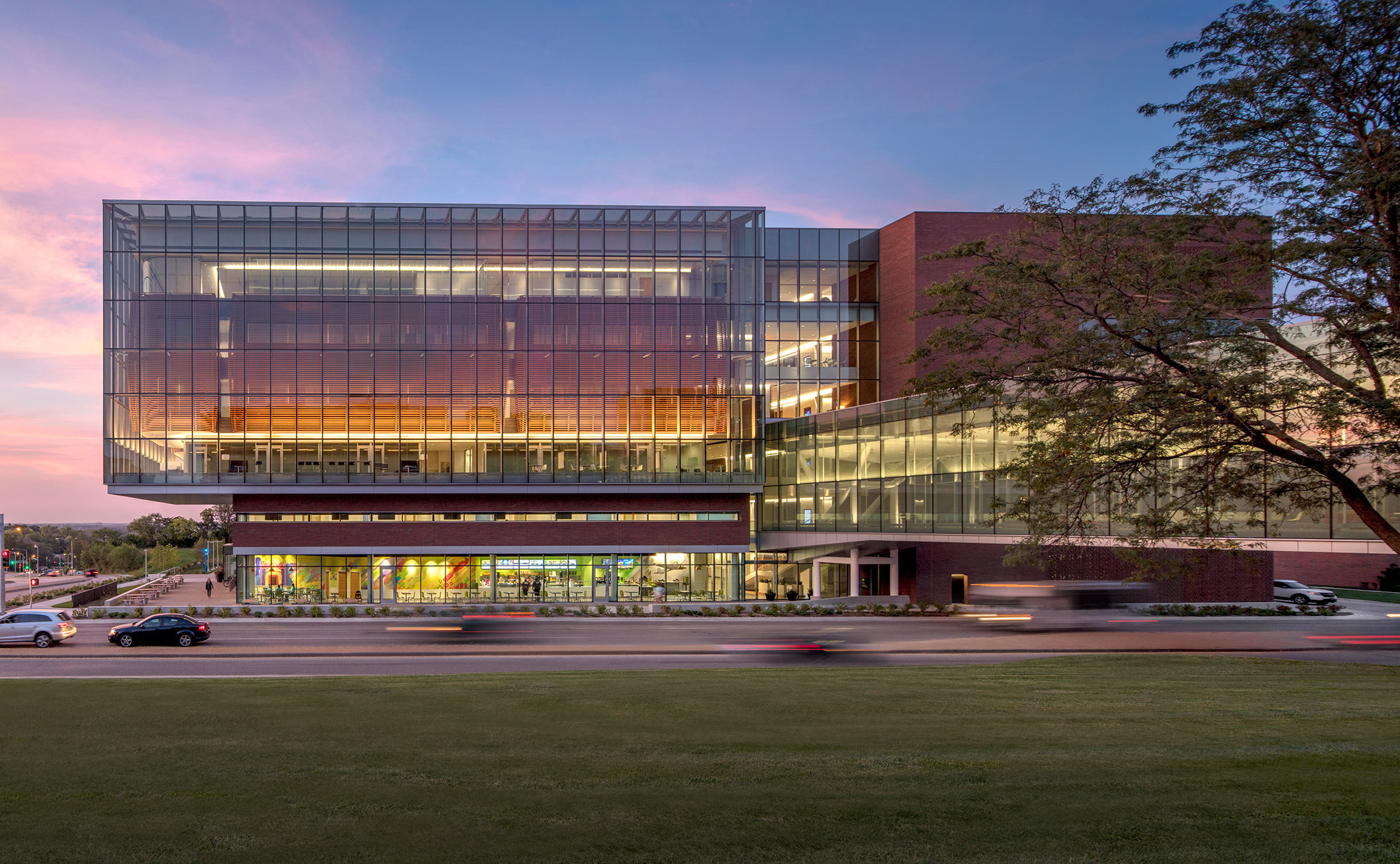 medical-center-university-of-kansas-co-architects-architecture-kansas-city-usa_dezeen_2364_col_4