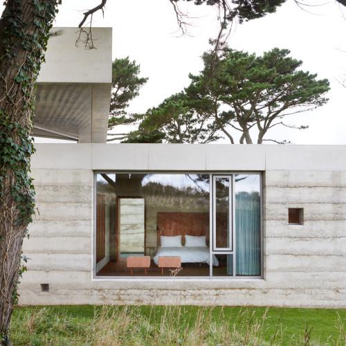peter-zumthor-secular-retreat-living-architecture_dezeen_2364_col_8