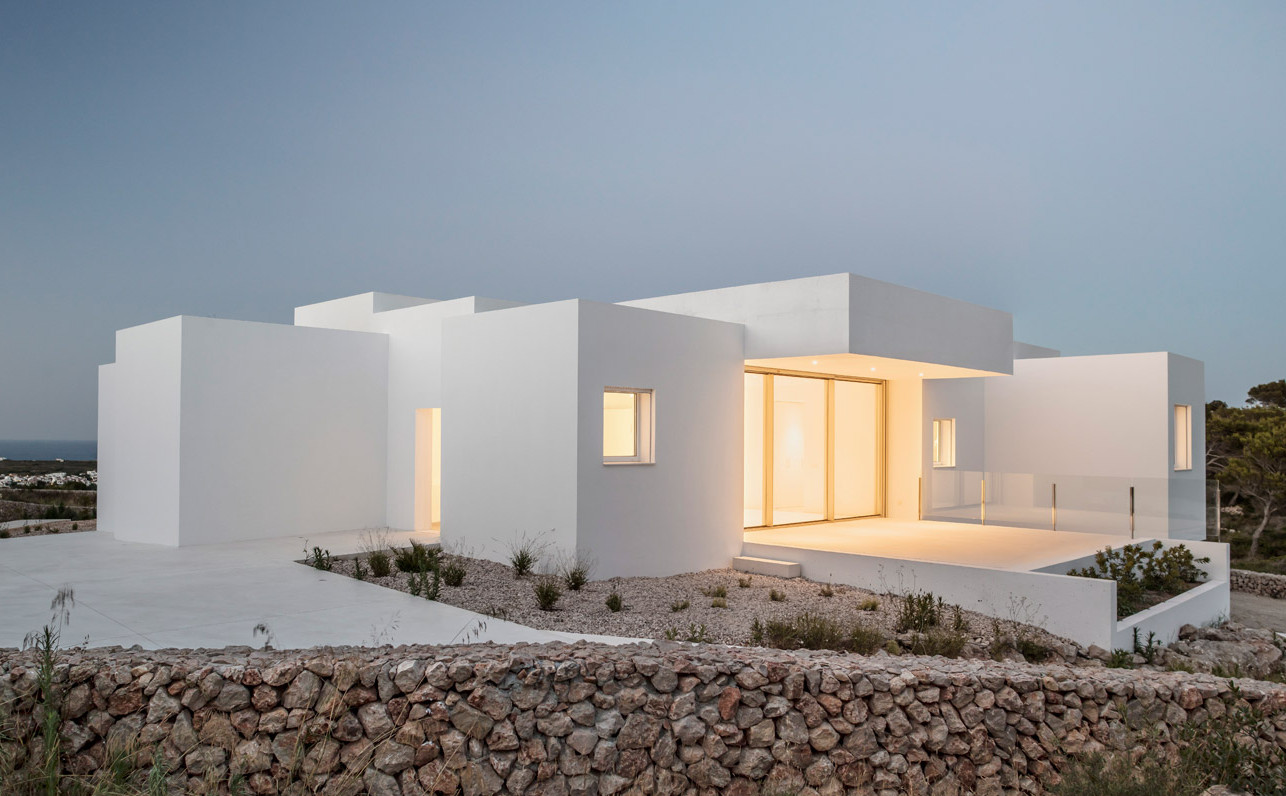 villa-catwalk-nomo-studio-architecture-residential-white-spanish-houses-spain-menorca-_dezeen_1704_col_16
