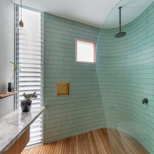 15-Welcome_To_The_Jungle_House_Bathroom_1
