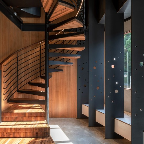 16-Welcome_To_The_Jungle_House_Bottom_of_Spiral_Staircase
