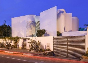 villa-z-mohamed-amine-siana-house-casablance-morocco-wavy-wall_dezeen_1568_7